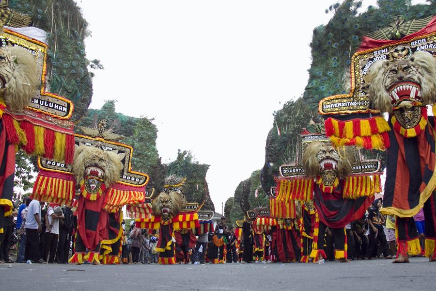 Wilayah Mataraman merupakan wilayah yang masih dekat dengan kultur Kerajaan Mataram yang berpusat di Yogyakarta dan Surakarta, salah satu daerahnya adalah Ponorogo