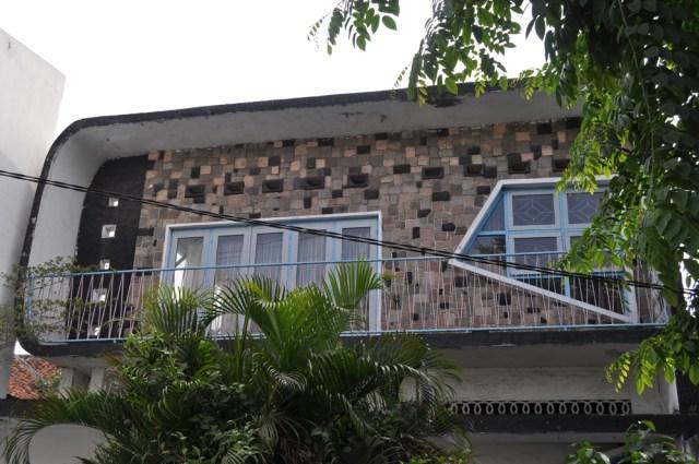 """Rumah gaya jengki di Kampung Ampel ini sering disebut Rumah """"S"""" (foto: rooang.com)"""