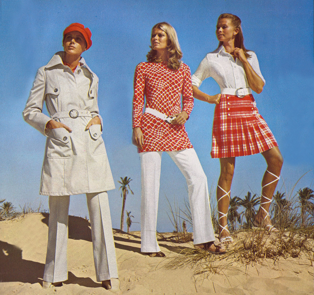 Tren busana tahun 70-an amat ekspresif dengan menampilkan banyak pattern di setiap kain busana