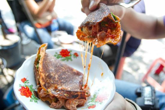 Leker isi keju mozarella inovasi Pak Paimo (source: tripadvisor.com)