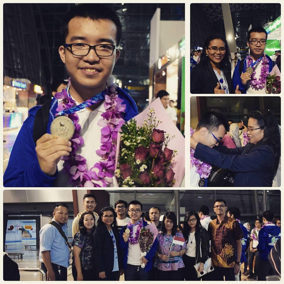Ferris Prima Nugraha dari SMAK Penabur Gading Serpong meraih medali perak dalam ajang APhO 2017 (foto: twitter/BPK Penabur Jakarta)