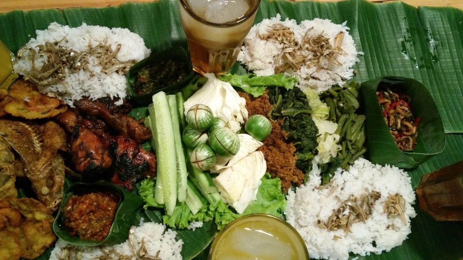 Tradisi liwetan sudah ada sejak zaman kerajaan dan menjadi tradisi selametan dalam ajaran Islam di Jawa (foto: menulisindonesia.com)