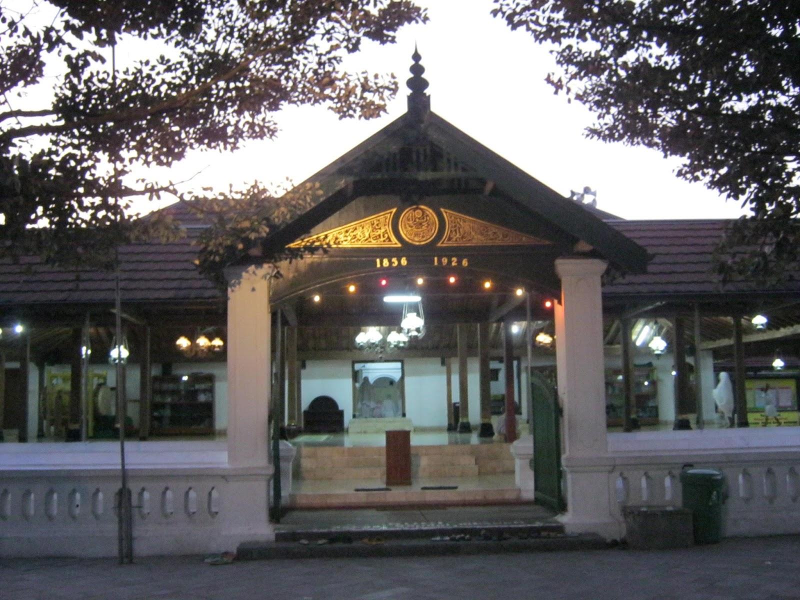 Masjid peninggalan Kerajaan Mataram di Kotagede (foto: jelajah-masjid.blogspot.com)