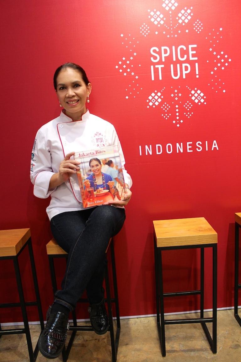 Buku karya Petty berjudul 'Jakarta Bites' menjadi buku masakan terbaik kategori street food (foto: http://ajourneybespoke.com)