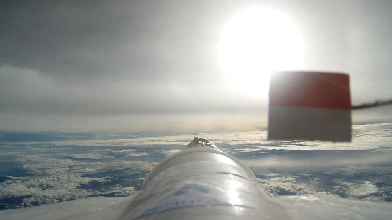 Foto udara yang terekam oleh Ai-X1 (foto: Menembus Langit)