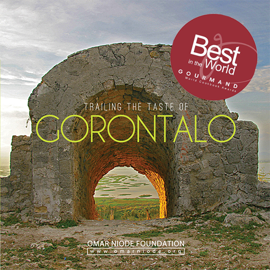 Sampul depan buku Trailing the Taste of Gorontalo (source image: Omar Niode Foundation)