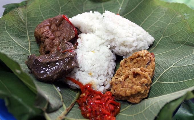 nasi jamblang (source: tribunnews.com)