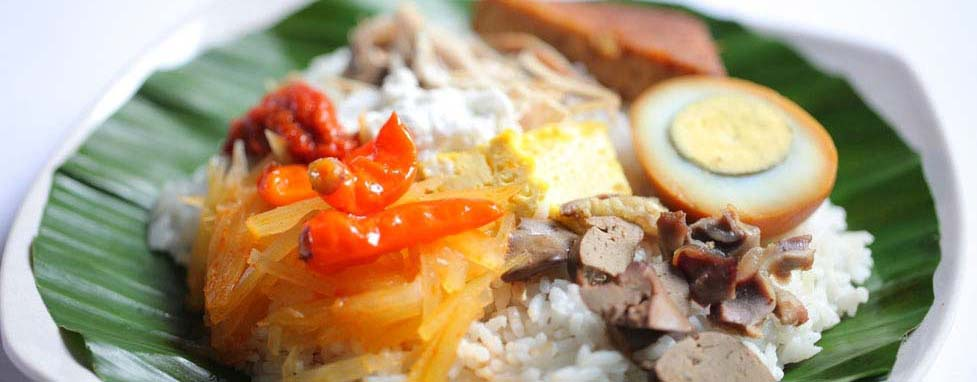 nasi liwet (source: backpackerjakarta.com)