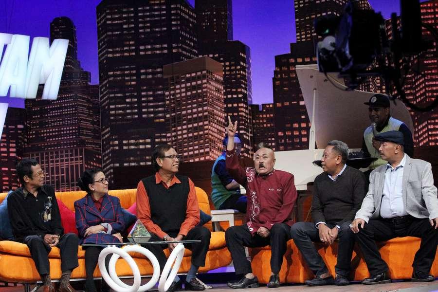 Para anggota Srimulat berkumpul dalam sebuah acara yang ditayangkan televisi swasta (foto: detikhot)