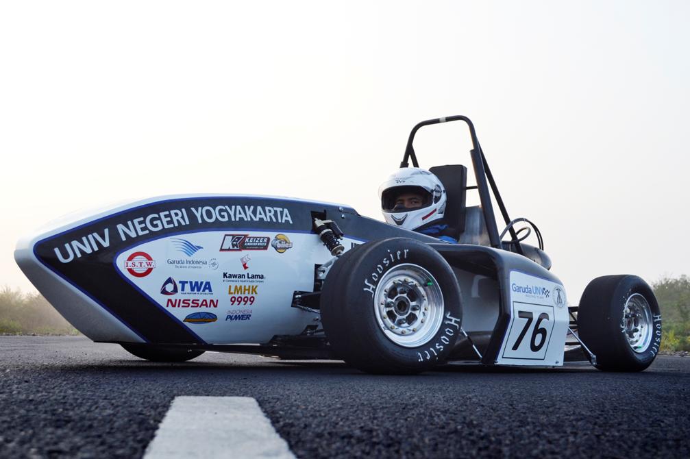 Mobil F15 yang dibawa tim Garuda UNY ke ajang Student Formula tahun 2015 (foto: garuda UNY)