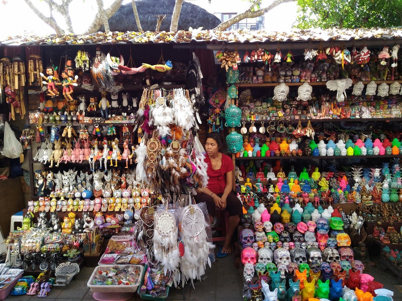 Ragam karya seni masyarakat Gianyar dijajakan di sini, Pasar Ubud