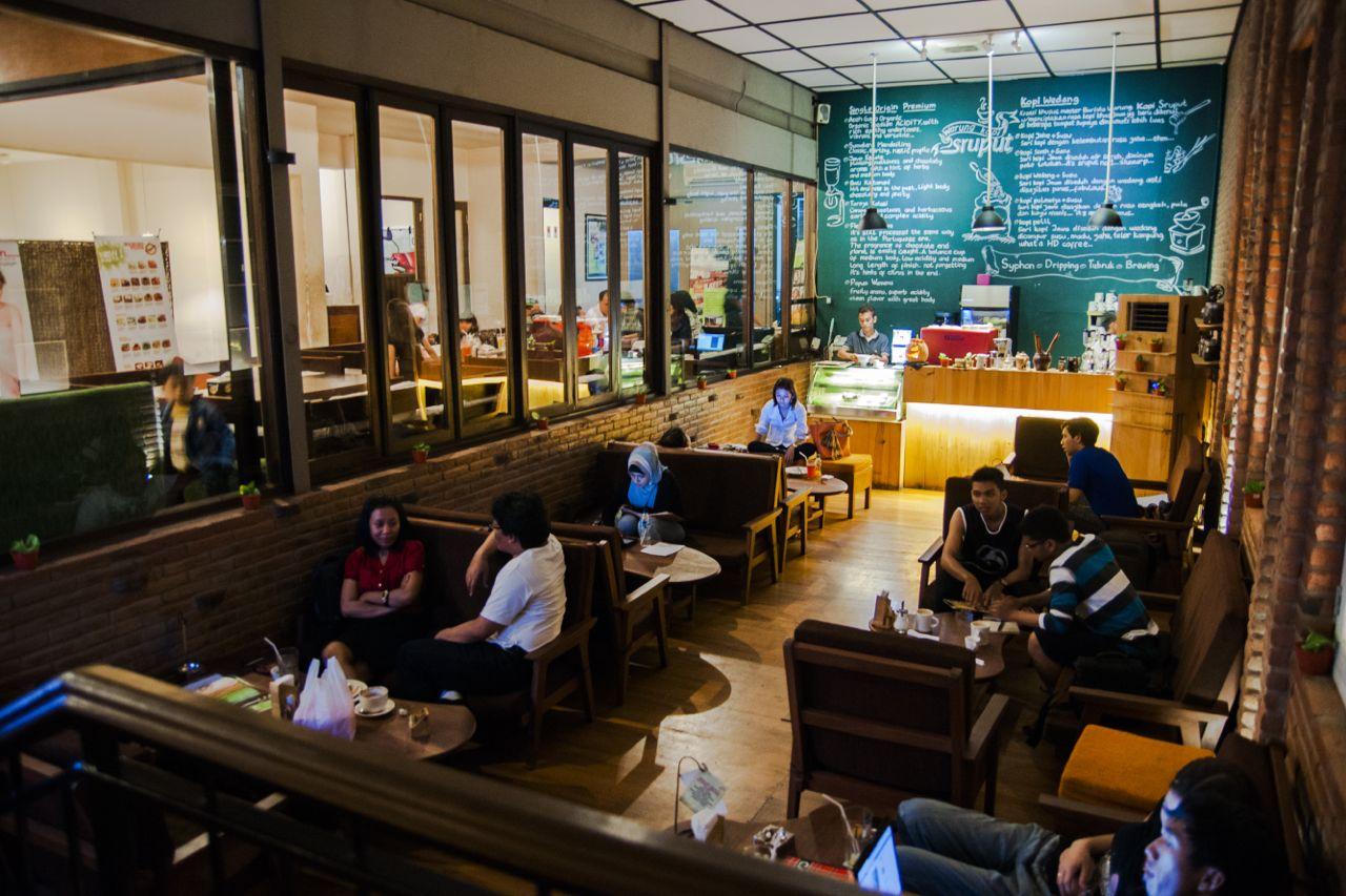 Paling tidak, gerai kopi lokal modern sudah memulai untuk menjadi etalase kopi nusantara (foto: minumkopi.com)