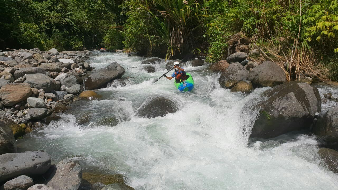 Pengarungan perdana Sungai Prafi di Papua Barat menggunakan kayak oleh pengarung jeram Mapala UI pada Agustus 2018 lalu dalam kegiatan Ekspedisi Bumi Cenderawasih