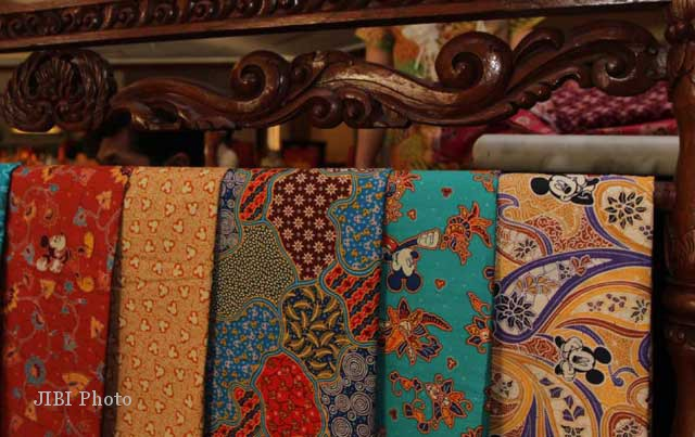 Ragam motif di Batik Keris-Disney yaitu kain batik dengan motif karakter kartun Disney (Solopos.com)