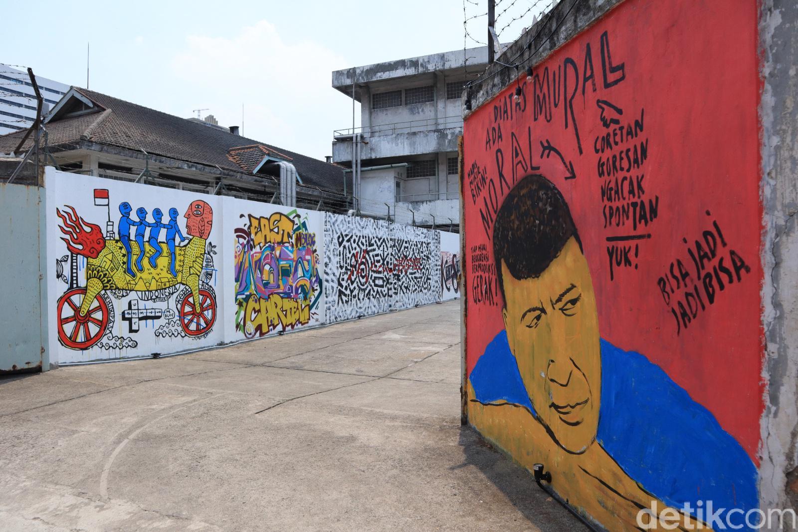 Aneka mural di bagian dalam M Bloc Space   Foto: travel.detik