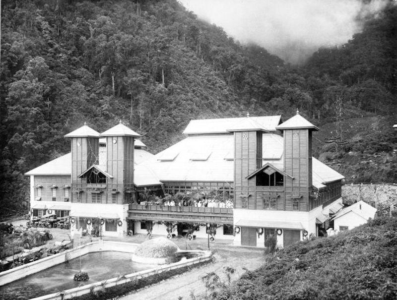 Stasiun radio Malabar di kawasan Gunung Puntang, Bandung pada tahun 1923 | Foto: Beritagar.id
