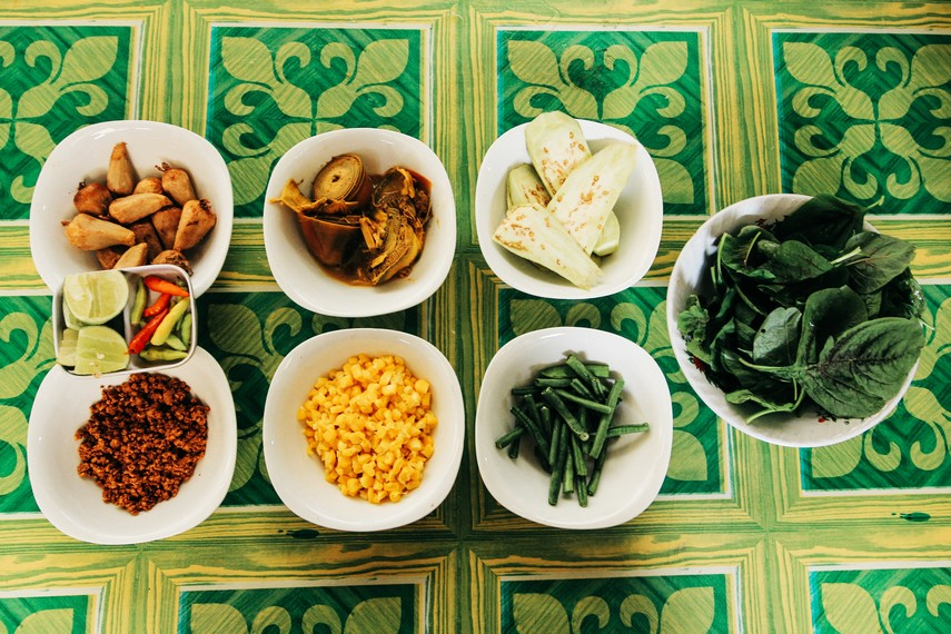Bahan-bahan untuk membuat Kapurung makanan khas Sulawesi Tengah   Sumber : IndonesiaKaya.com