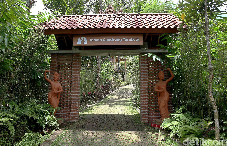 Taman Gandrung Terakota   foto : Rachman Haryanto/detikcom