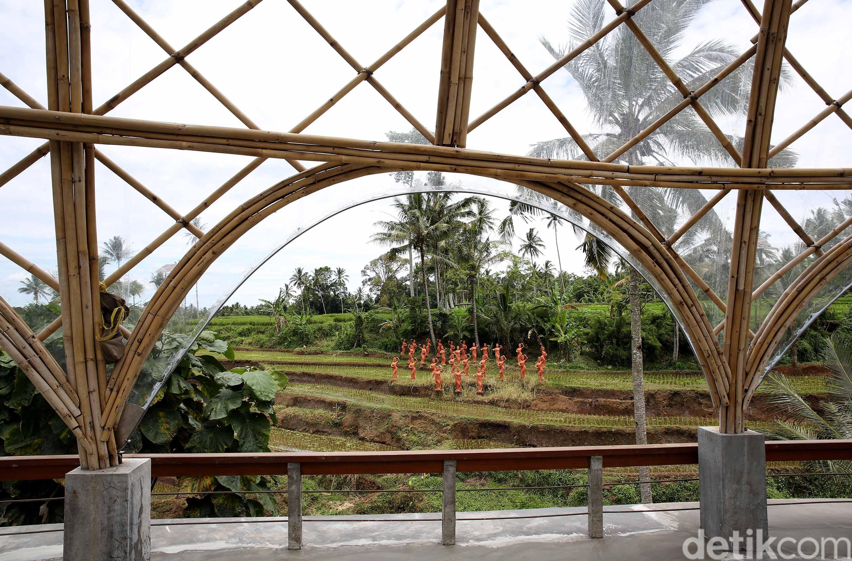 Bangunan resti di taman gandrung   foto : Rachman Haryanto/detikcom