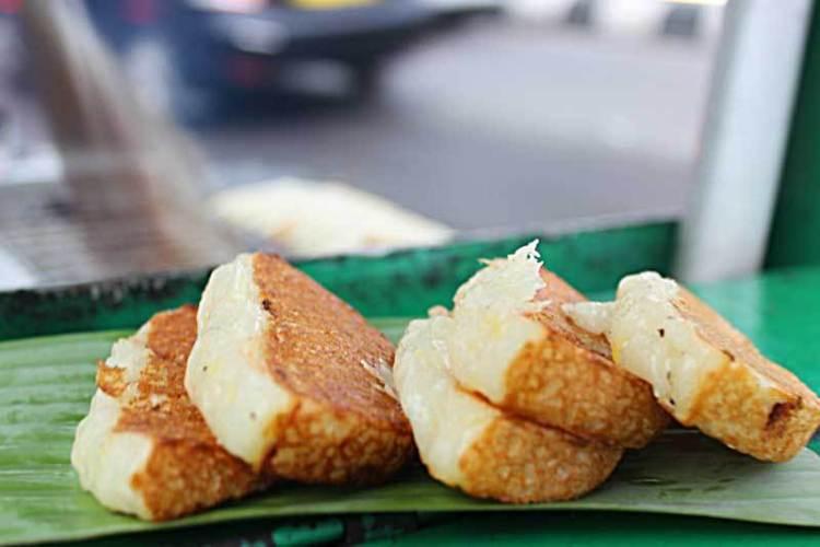 Kue Broncong l Sumber: makassarkuliner.com