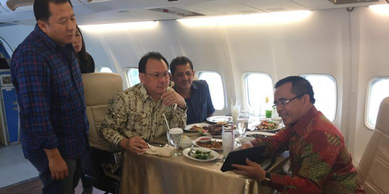 Bupati Banyuwangi, Anas bertemu dengan CEO Sriwijaya Air, Chandra Lie. | Sumber : Ira Rachmawati (Kompas Travel)