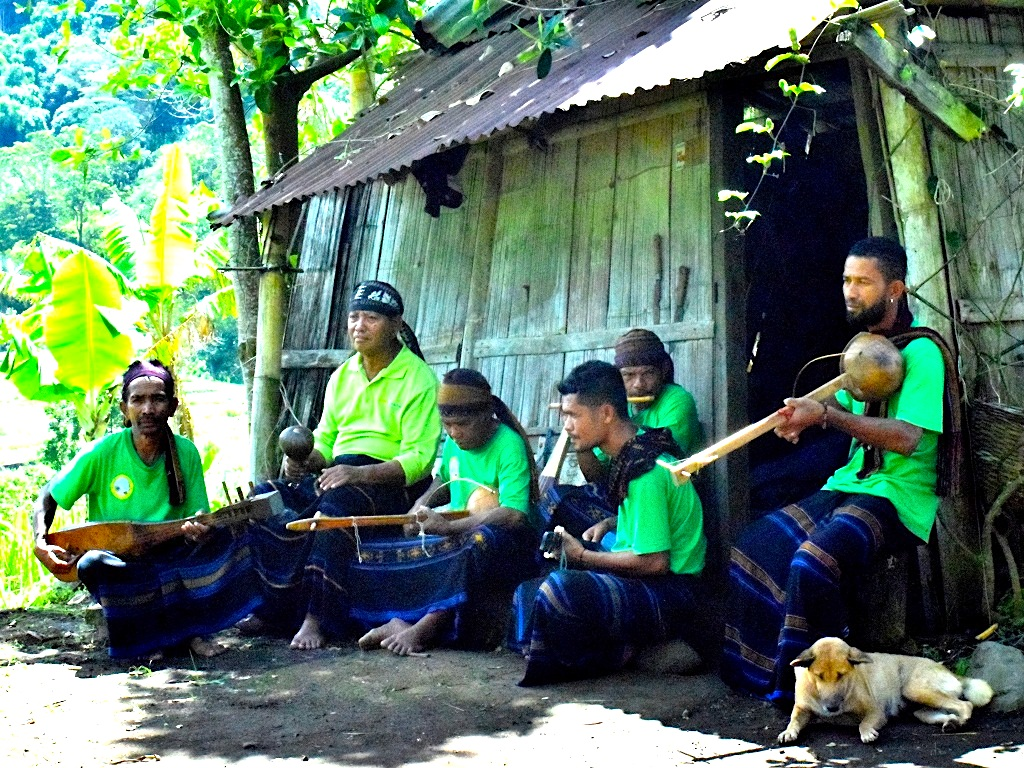 Sanggar seni Mutulo'o di desa Waturaka kecamatan Kelimutu kabupaten Ende yang sering pentas seiring berkembangnya ekowisata di desa tersebut | Foto: Ebed de Rosary/Mongabay Indonesia