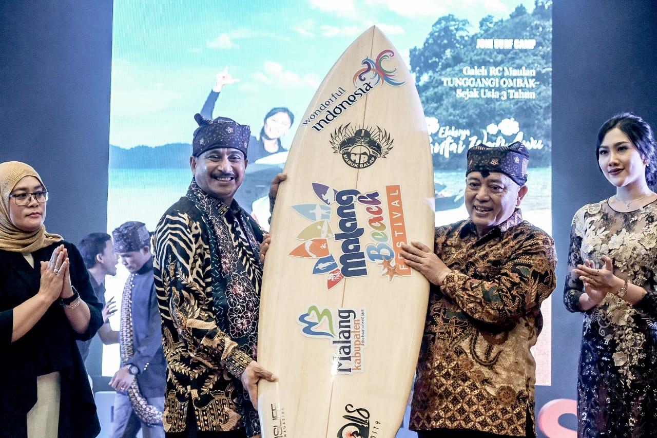 Pembukaan Malang Beach Festival   Sumber: Bisnis Jakarta