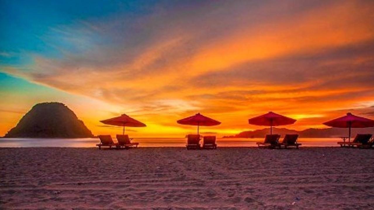 Pantai Pulau Merah Banyuwangi | Sumber: Tabloid Wisata
