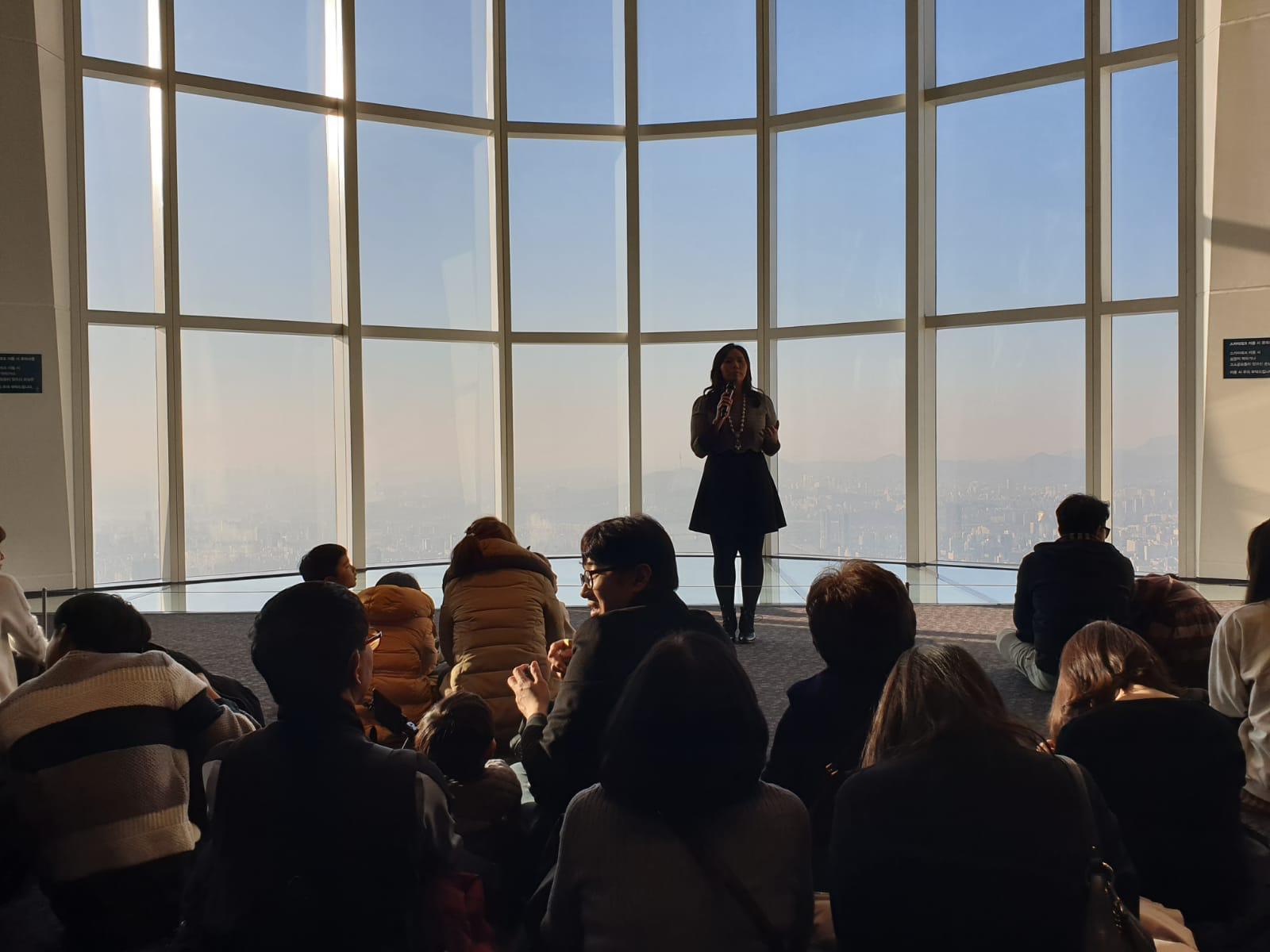 Livi Zheng berbicara di geudng tertinggi di Korea Selatan | Sumber: Dokumentasi Livi Zheng