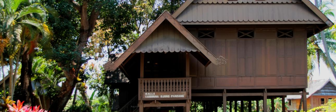 Rumah adat suku Bugis | Sumber: Indonesia Kaya