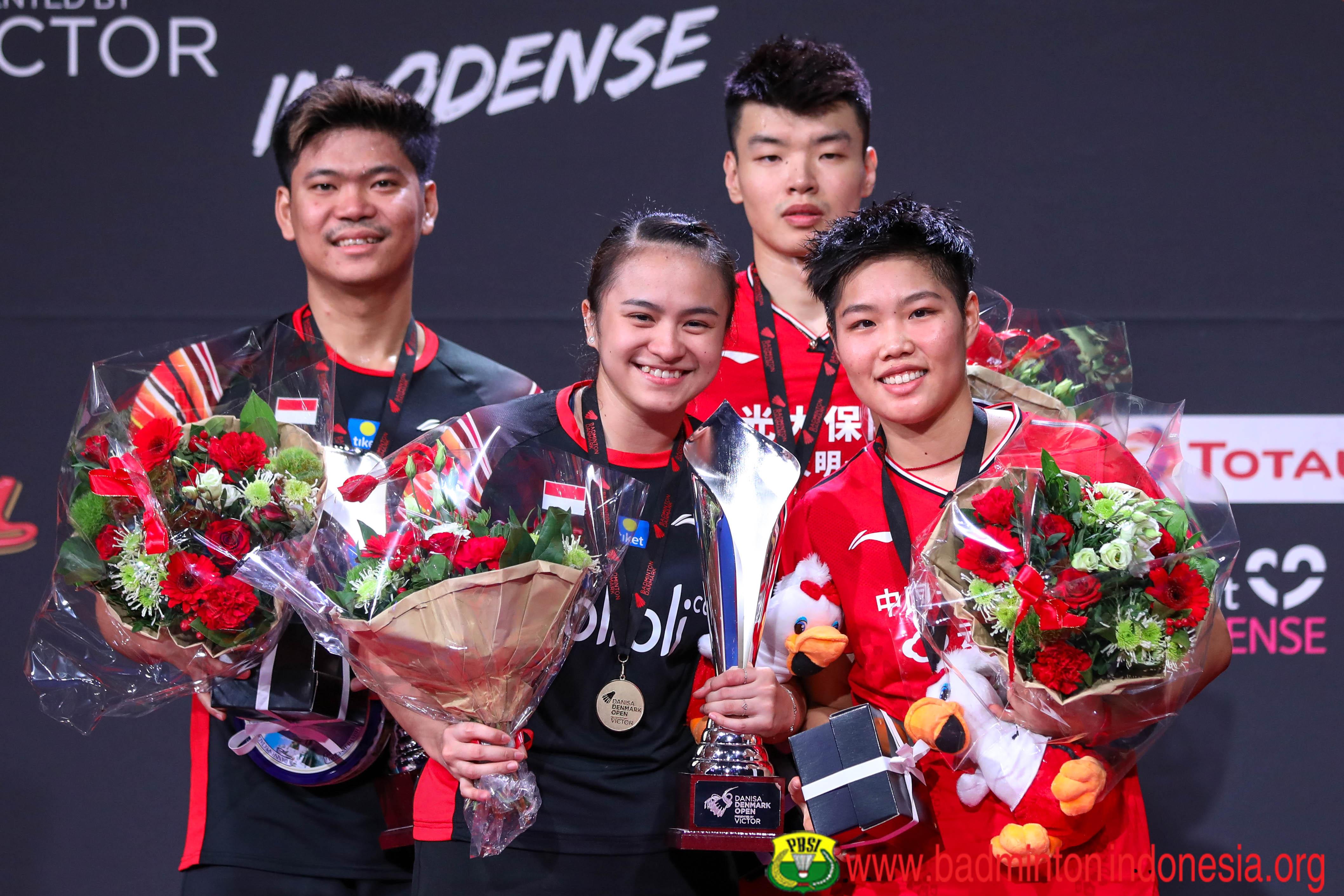 Podium Juara Praveen/Melati dan Wang/Huang
