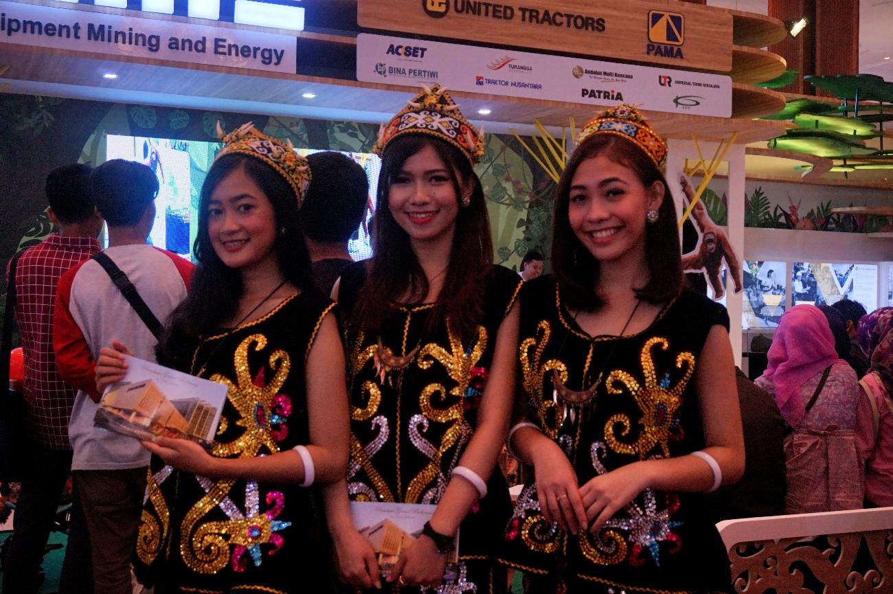 Salah satu booth yang memamerkan pakaian tradisional Indonesia (Foto: Bagus DR/GNFI)