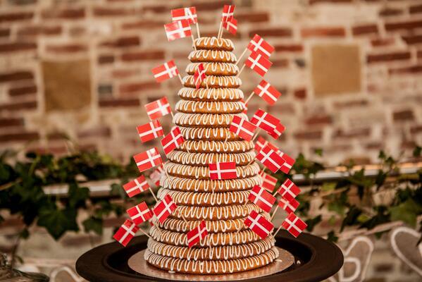 Kue bertingkat Kransekage (Foto: offertabs.com)