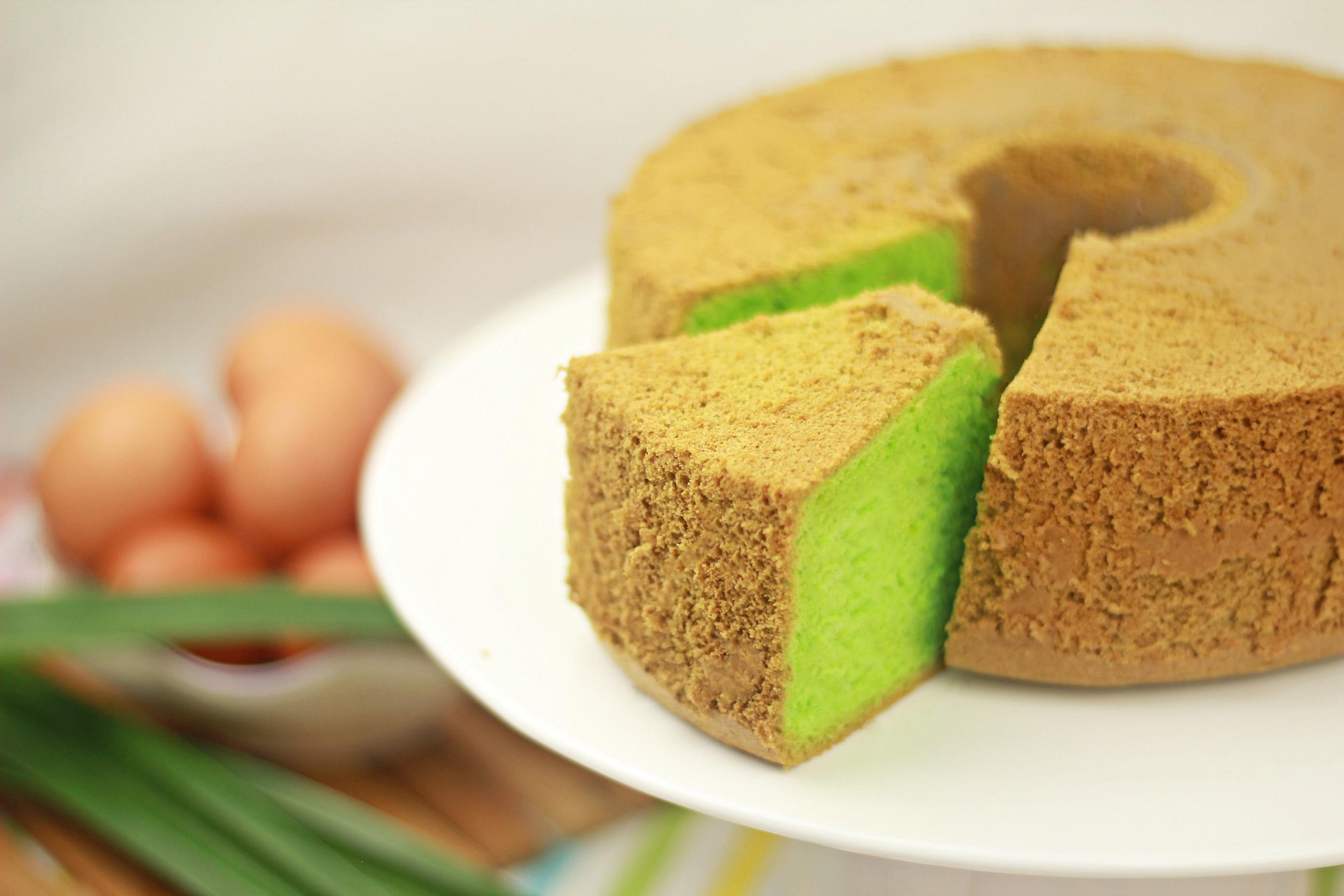Kue Pandan yang juga populer di Indonesia (Foto: youtube.com/zatayayummyzonghan)