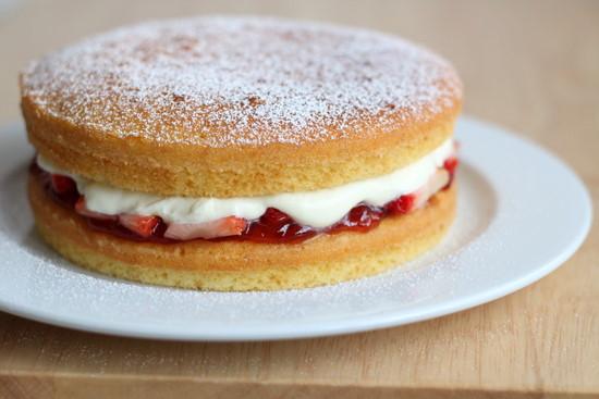 Kue kerajaan Inggris, Victoria Sponge (Foto: thelittleteochew.com)
