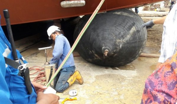 Rubber Airbag mampu menahan beban kapal (Foto: ristekdikti.go.id)