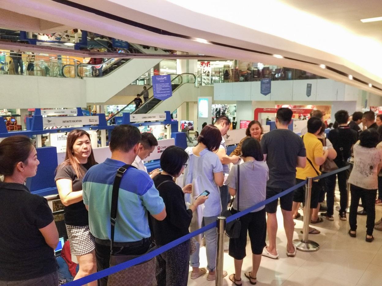 Antrian mengular untuk mendapatkan tiket perjalanan di GATF 2017 Surabaya (Foto: Bagus DR/GNFI)