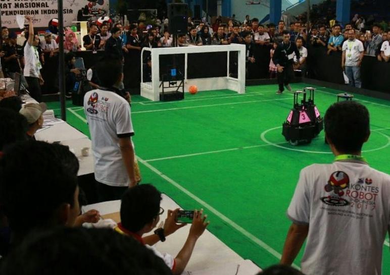 Kontes Robot sepakbola beroda (Foto: instagram.com/kontesrobotindonesia2017)
