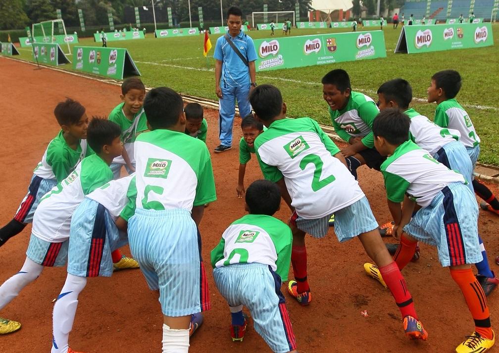 Para garuda muda saat pemanasan (Foto: Pandu Hidayat / GNFI)