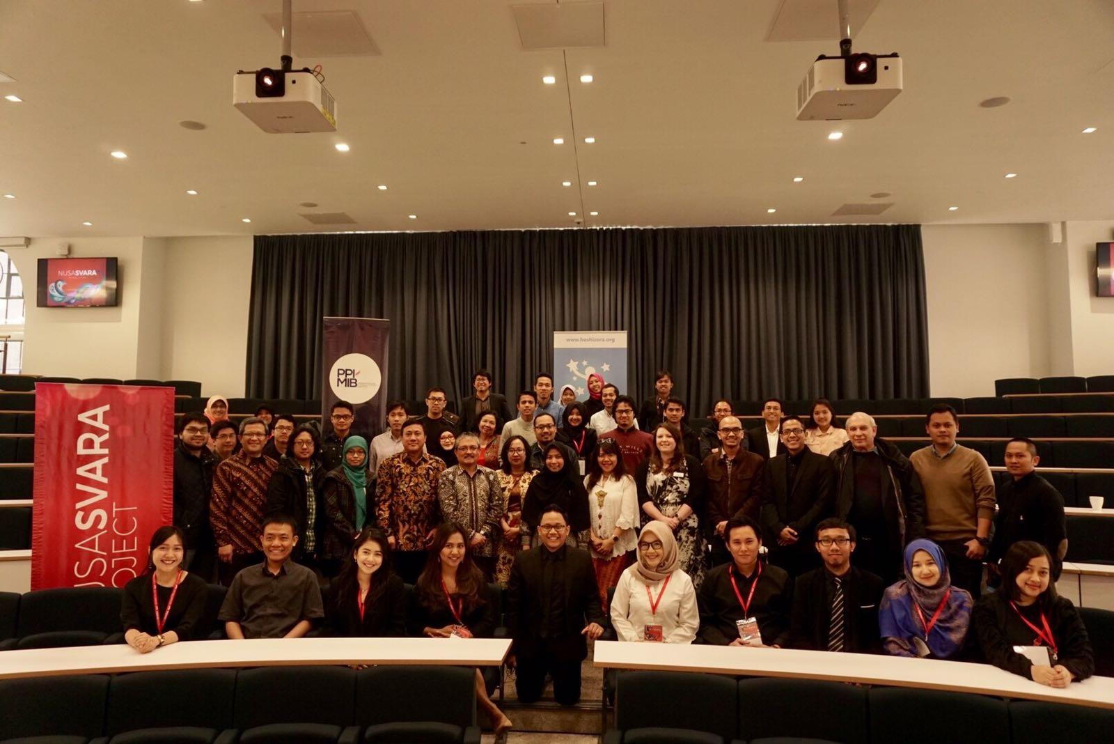 Para peserta Academic Talks berfoto bersama usai acara (Foto: Nusasvara Project)