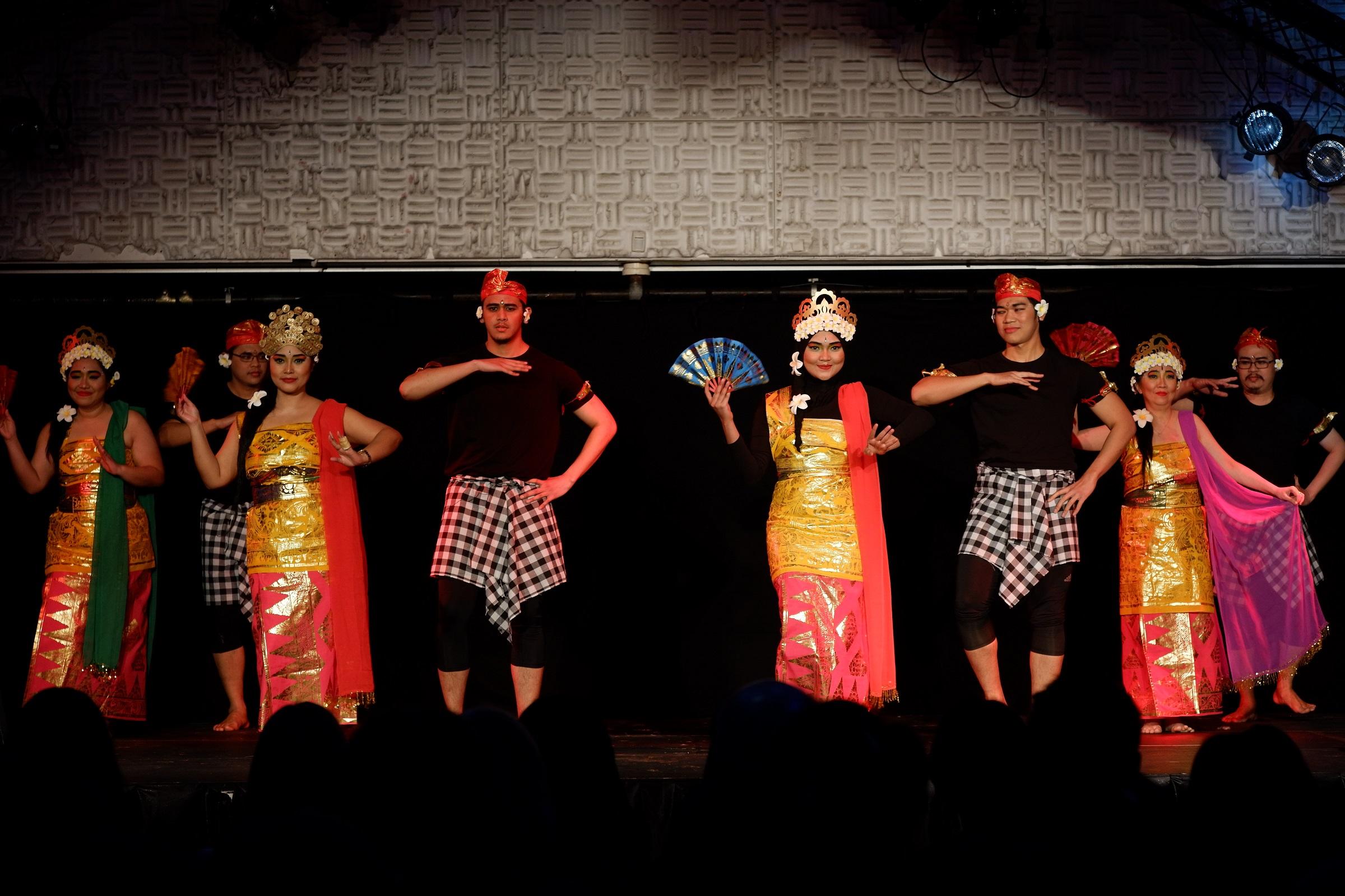 Tarian-tarian Indonesia saat ditampilkan dalam Festival Indonesia 2018 (Foto: dok. Festival Indonesia 2018)