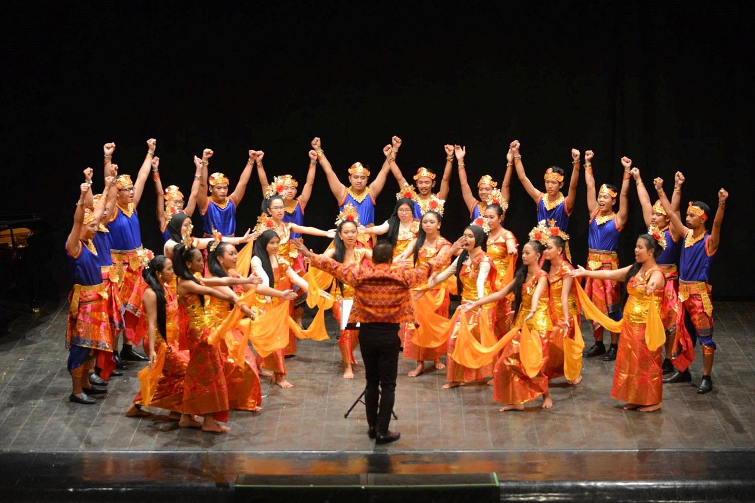 Paduan Suara UGM saat tampil dalam Rimini International Choral Competition 2016 (Foto: facebook.com/riminichoral)