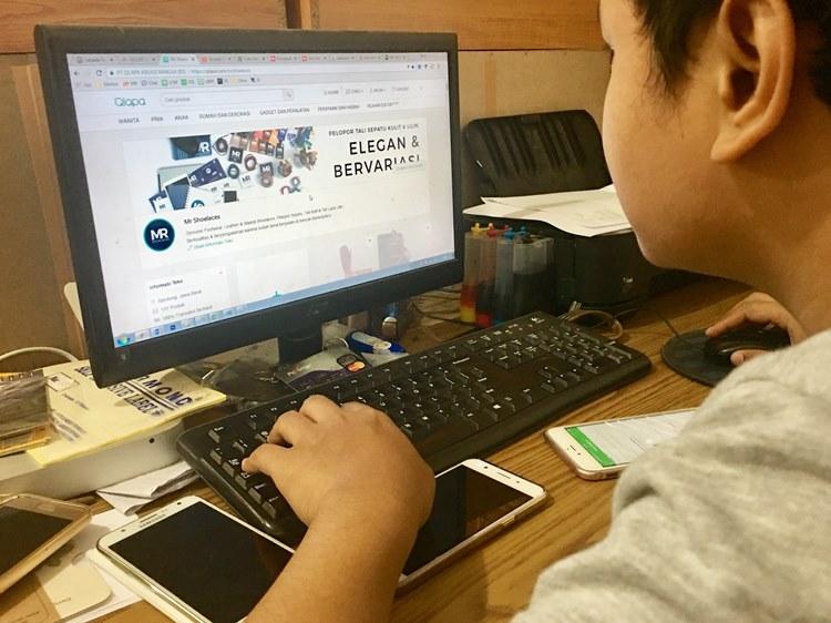 Produk Mr. Shoelaces yang dijual di situs Qlapa.com (Foto: Qlapa.com)