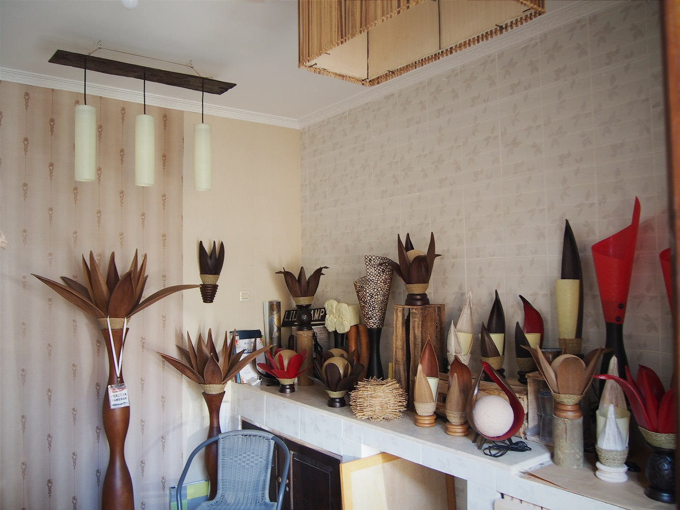 Produk-produk buatan Lily Lamp Art sepenuhnya hasil buatan tangan (Foto: Qlapa.com)