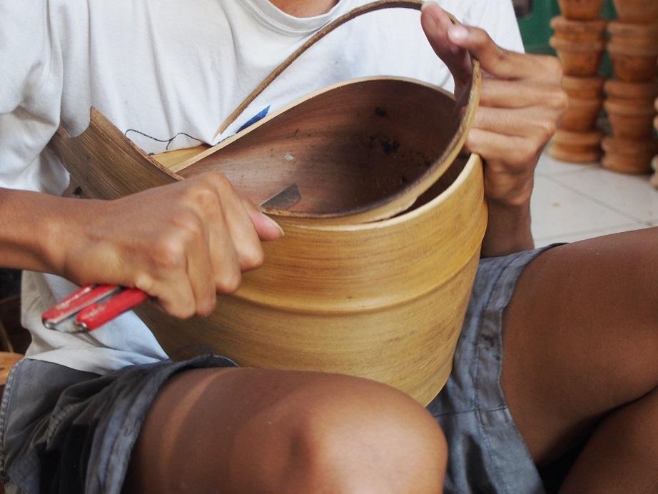 Produk Lily Lamp Art yang terbuat dari kelapa (Foto: Qlapa.com)