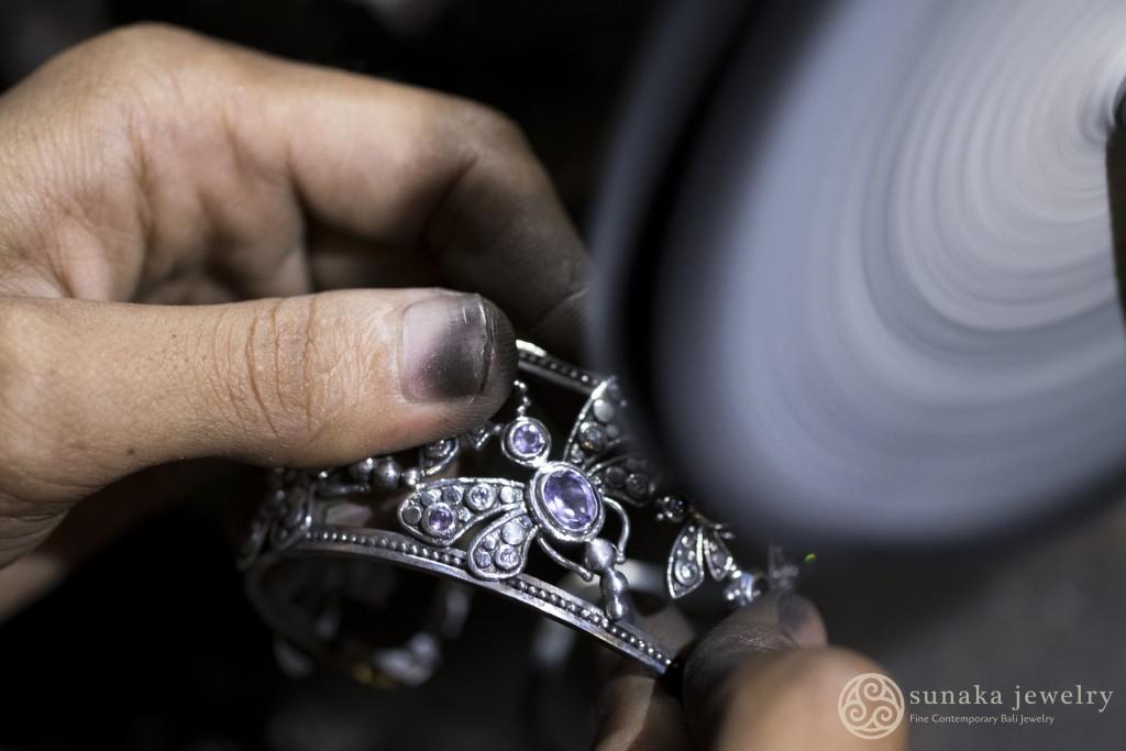 Perhiasan perak karya Sunaka (Foto: Qlapa.com)