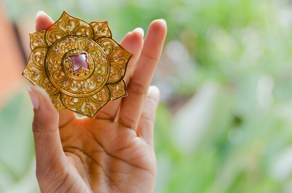 Kerajinan emas jadi salah satu produk andalan Sunaka Jewelry (Foto: Qlapa.com)