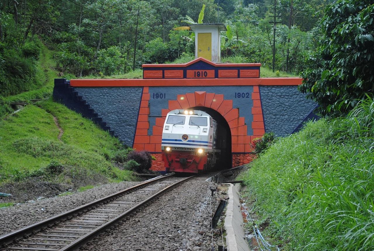 Terowongan Mrawan (Foto: hidupdalamrasasyukur.blogspot.co.id)
