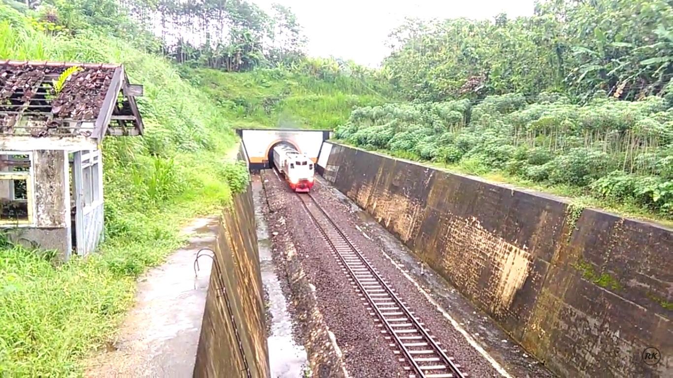 Terowongan Dwi Bakti Karya (Foto: Rayvaldo Kiki/youtube.com)