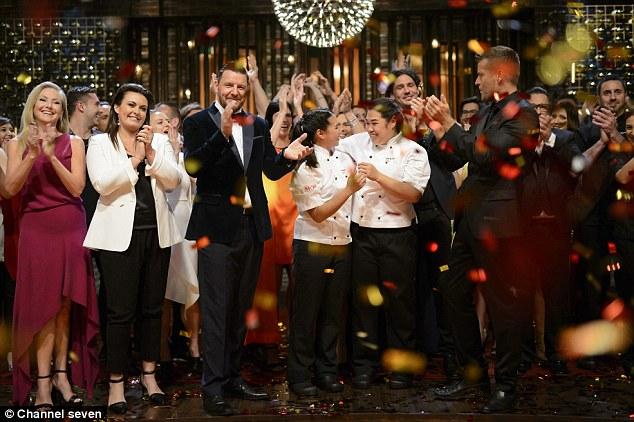 Tasia dan Gracia pada saat memenangkan My Kitchen Rules Australia 2016 (dailymail.co.uk)